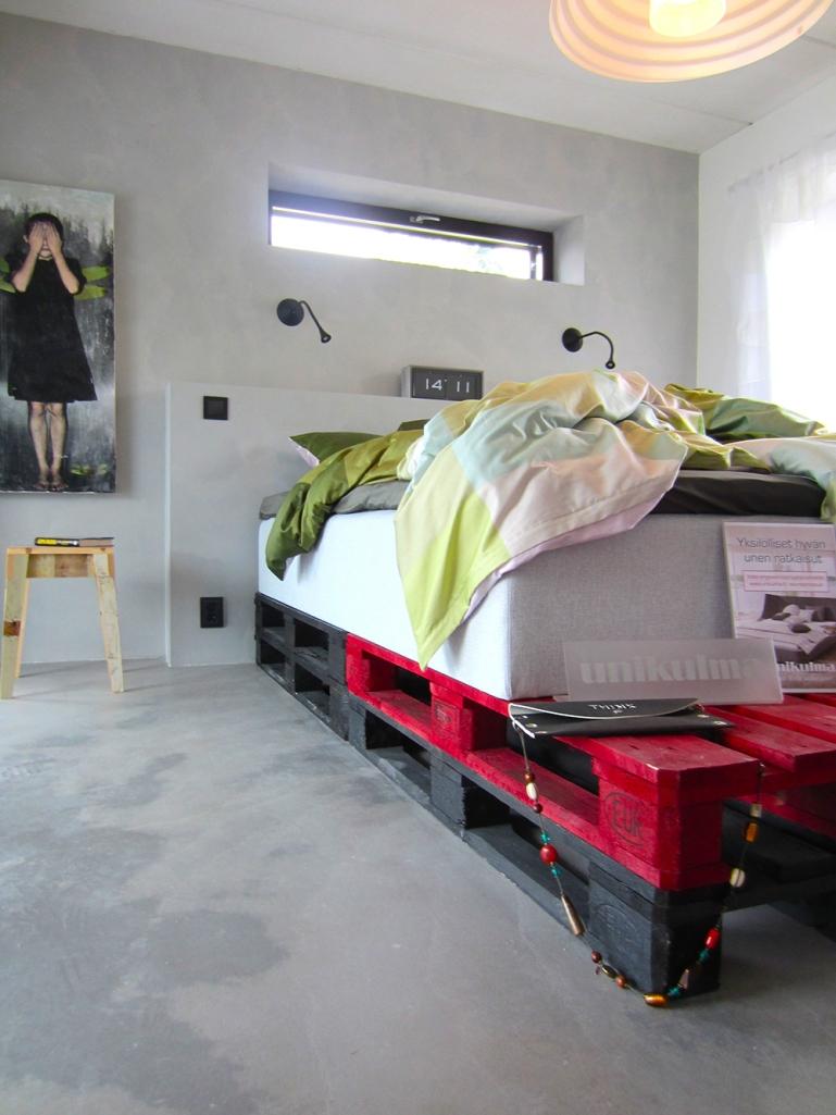 Makuuhuone erikoinen jalusta