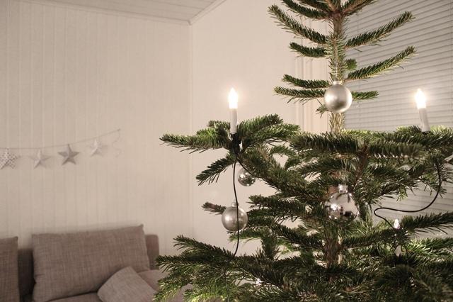 Joulukuusi_kynttila