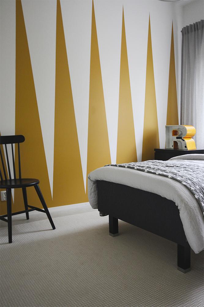 perhe_keltainen_huone
