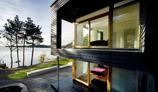 scandinavian-wooden-house-with-two-floor-in-beach